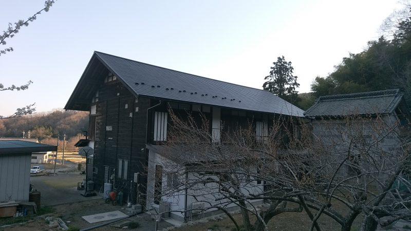 瓦屋根→金属屋根へ改修工事が完了致しました。